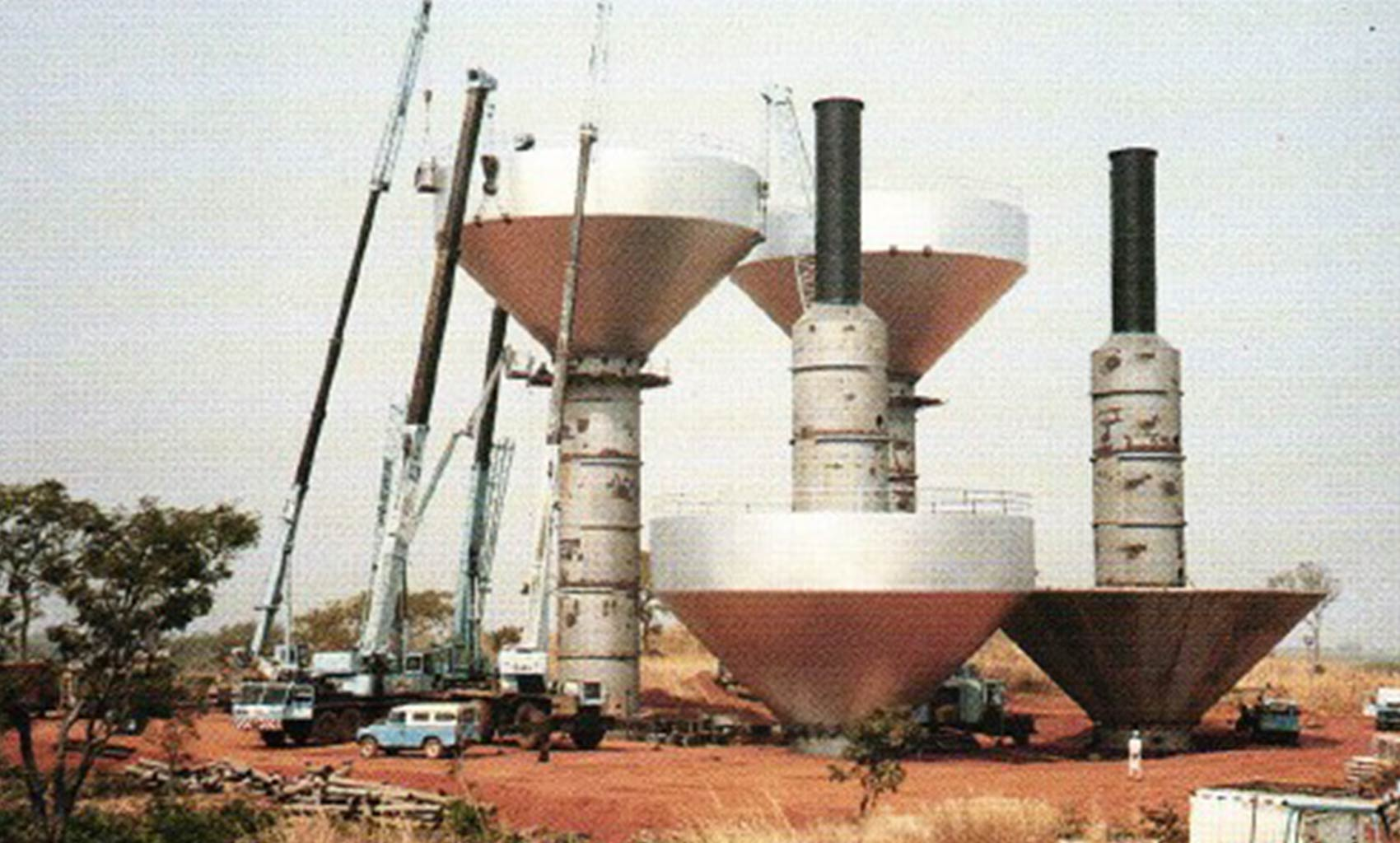 Niger state contract_Tower assembly at Kontagora 1989.jpg